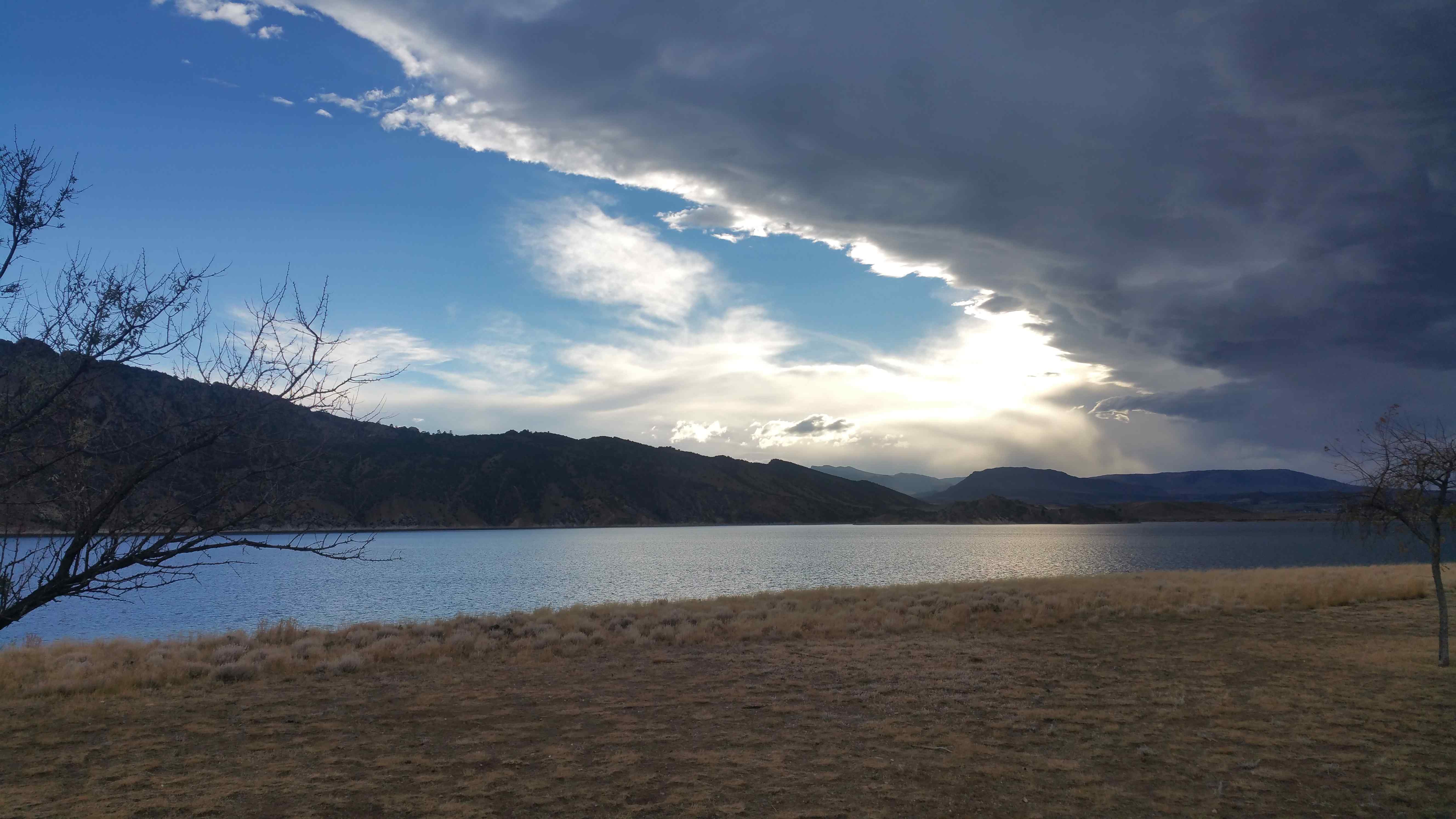 flaming_gorge_departing_storm