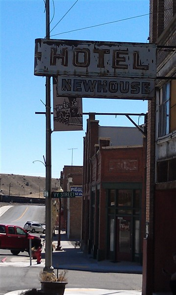 Abandoned Helper hotel neon sign - 2012